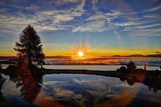 Mountain Resort Feuerberg: Sonnenuntergang am Almsee