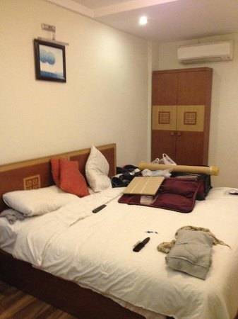 Hanoi Charming Hotel: Good size room with comfortable bed