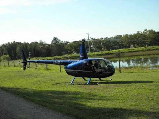 Carriages Boutique Hotel & Vineyard: Helicopter joyride picked up from Carriages