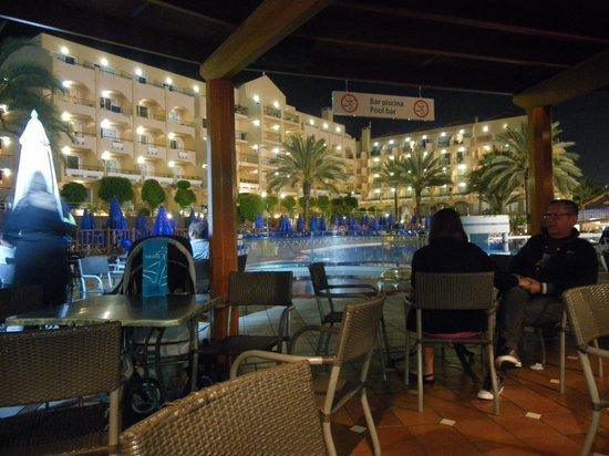 Dunas Mirador Maspalomas: View from poolside bar