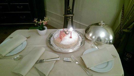 The St. Regis Rome: Торт на День Рождение от  отеля в подарок