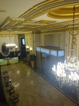Hotel Moskva: VIEW FROM THE SMOKING GALLERY TO THE RECEPTION