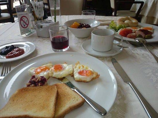 Hotel Moskva: BREAKFAST