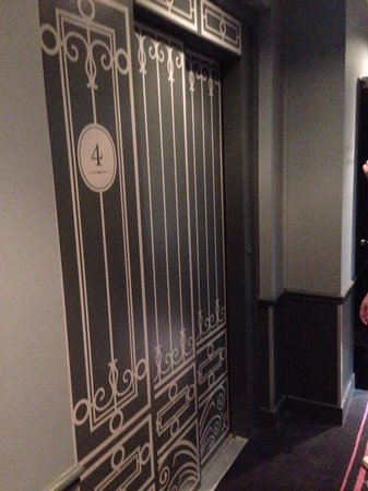 La Maison Favart: Lift