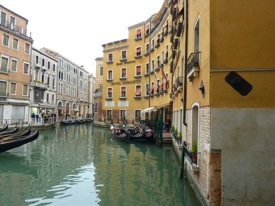 Cavalletto & Doge Orseolo : Hotel ground floor balcony