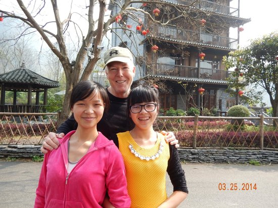 Yangshuo Tea Cozy: Suzy and Amy w/ my husband