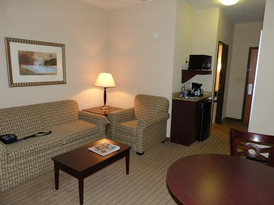 Holiday Inn Express & Suites Powder Springs : My Room