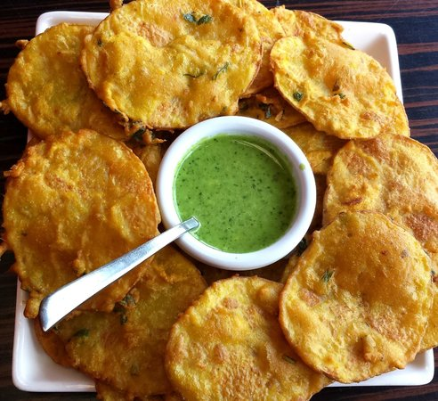 Ashton-under-Lyne, UK: Delicious Crispy Bhajiya's
