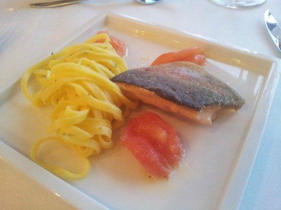 Cafe Restaurant Meissen: Saiblingsfilet mit Thymiannudeln