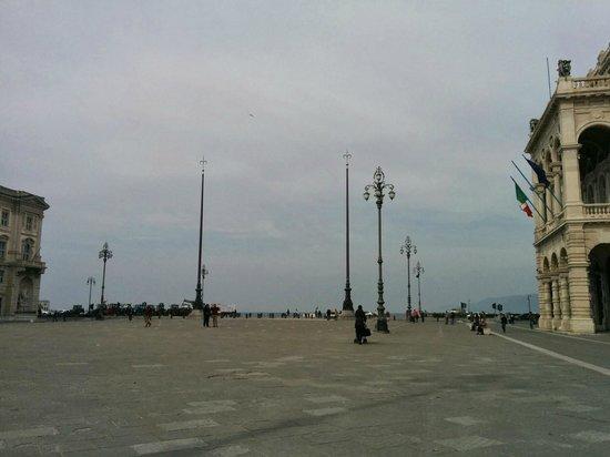 Piazza dell'Unita d'Italia: View of the Pizza when facing the sea