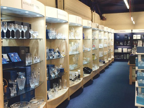 Caithness Crystal Visitor Centre: Extensive Gift Shop