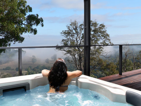 Scarlet Woods Chalets: Relaxing spa and gorgeous views