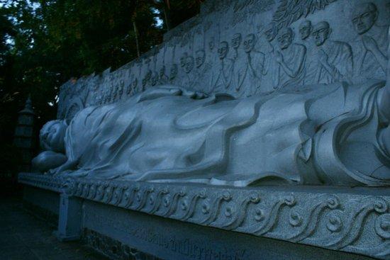 Long Son Pagoda : лежачий Будда