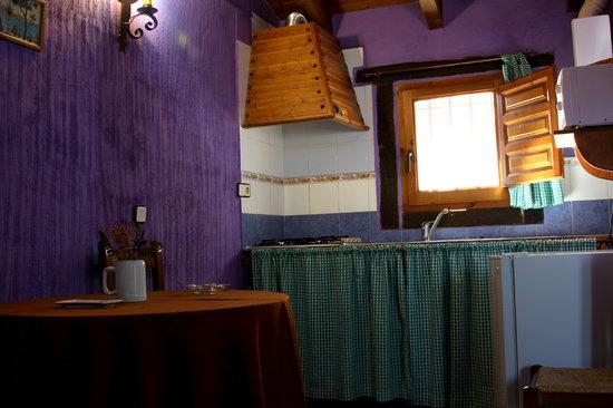 Cabañas Rurales Quijote y Sancho: Cocina ALMENDRO