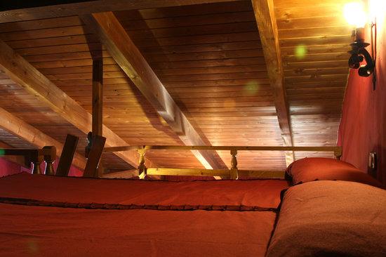 Cabañas Rurales Quijote y Sancho: Habitación abuhardilla QUIJOTE