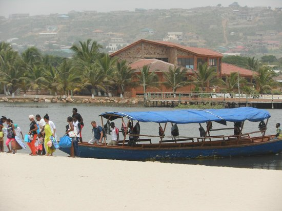 Bojo Beach : Visitors need to get this canoe to go the the Boja beach after they park their car in th parking