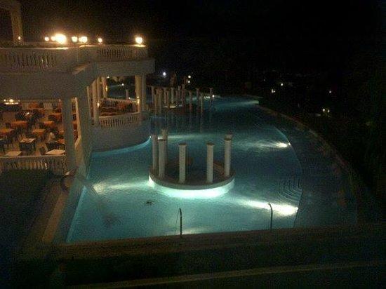 Grand Palladium Jamaica Resort & Spa: Pool at night