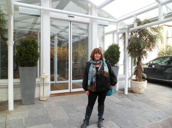 Hotel Pierre Milano: La entrada