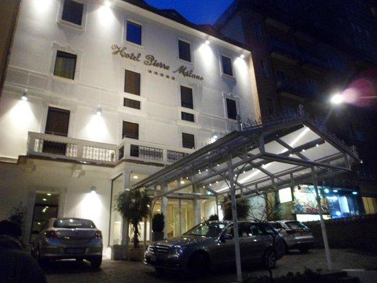 Hotel Pierre Milano: Fachada del hotel