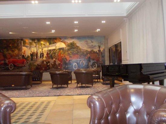 Hotel Pierre Milano: El lobby