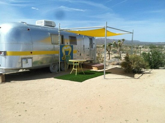 Kate's Lazy Desert: another airstream on the site