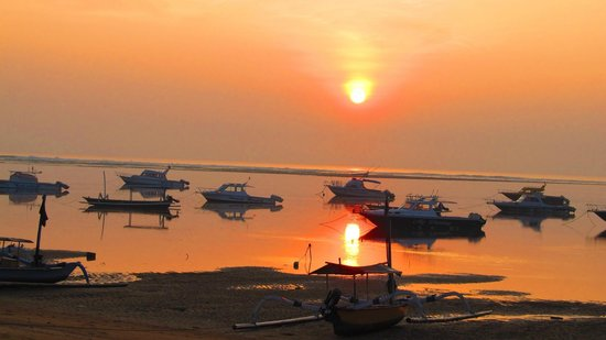 Fairmont Sanur Beach Bali: ビーチからの朝日