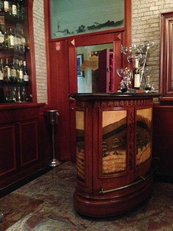 Montenegrino Hotel: Bar and Hotel entrance.