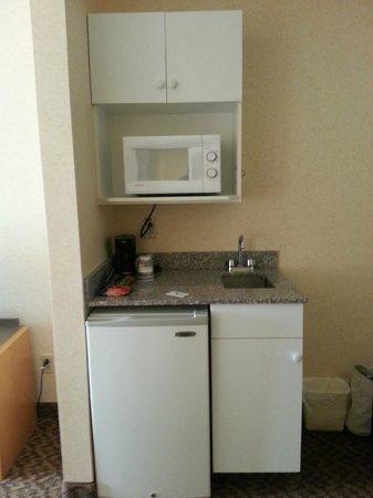 Cristata Inn: Small kitchenette area.