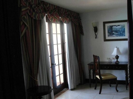 Jewel Dunn's River Beach Resort & Spa, Ocho Rios,Curio Collection by Hilton: Balcony off bedroom
