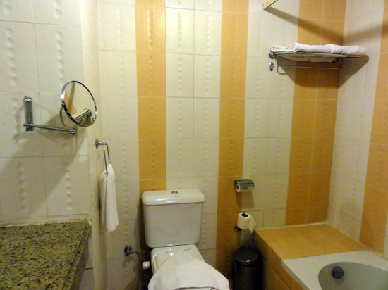 Creative Green Hotel: Bathroom