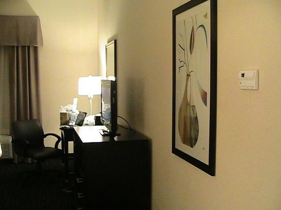 Hampton Inn Winfield: Desk Area