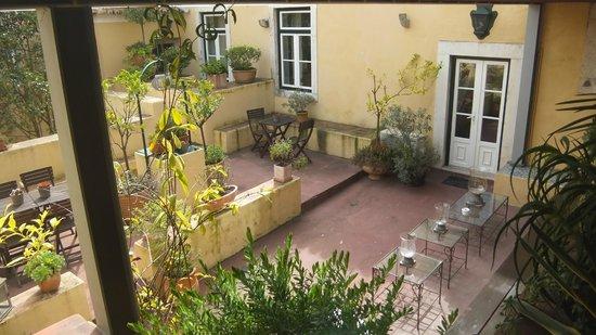 Palacio Ramalhete: Ourside garden area