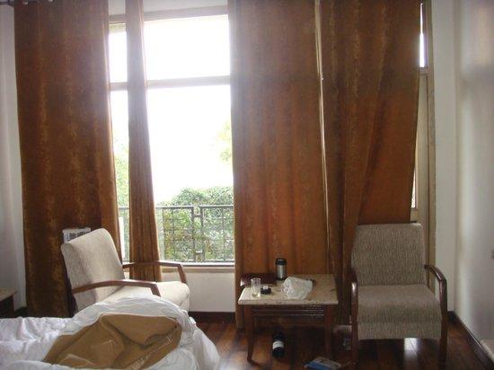 Kasauli Castle: room