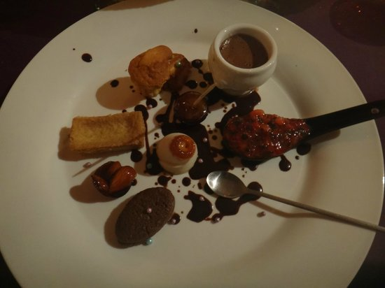 Lolo Lorena: Famous dessert plate.