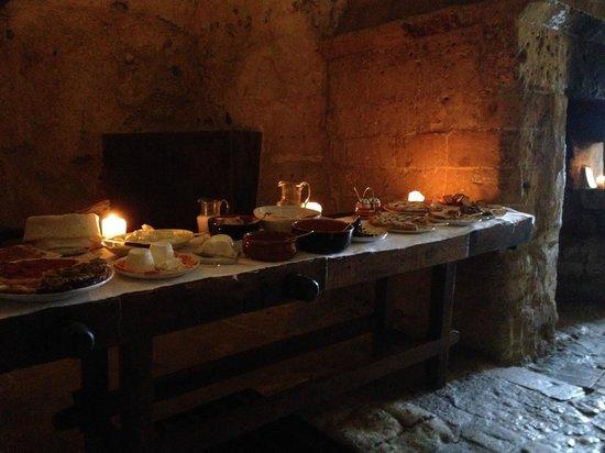 Sextantio Le Grotte della Civita : Breakfast in a cave