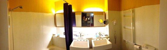 Iberostar Las Letras Gran Via : Panorama of the bathroom