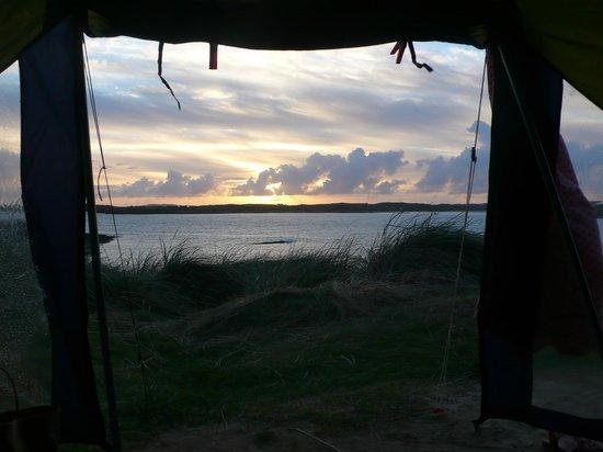 Clifden ecoBeach Camping & Caravanning Park: Herrliche Aussicht aus dem Zelt