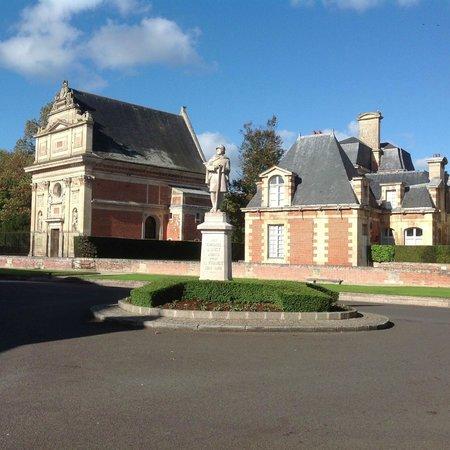 La Dousseine: Aux alentours