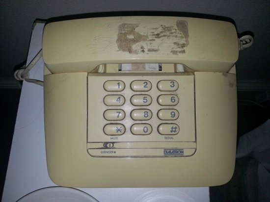 Wilmslow Hotel: Dirty Phone