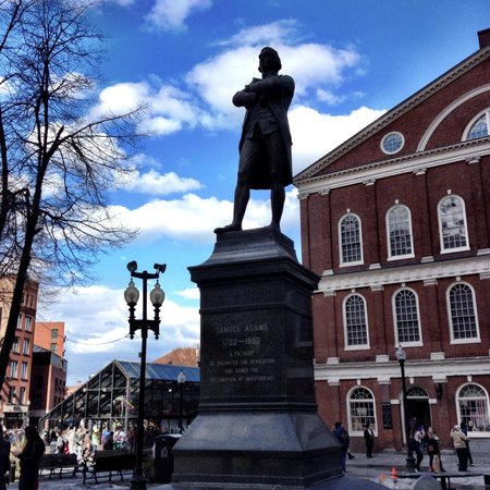 Freedom Trail : Samuel Adams and Faneuil Hall