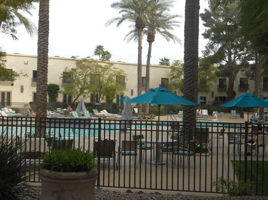 Hilton Scottsdale Resort & Villas: View of pool from room patio