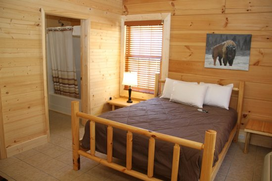 Buffalo Trail Cabins, Cottages & Campground: This cabins 2 en suites with full kitchen and sitting area!  www.buffalotrailcabins.com