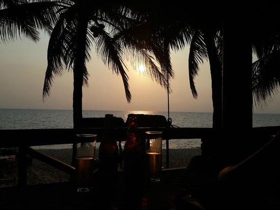 Thien Hai Son Resort: Bar de la plage