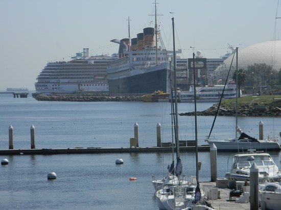 Hotel Maya - a DoubleTree by Hilton Hotel : Queen Mary/Carnival from our room