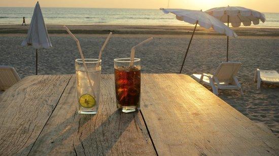 Laguna Beach Club: Ausblick von der Strandbar