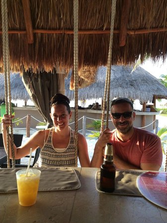 Presidente Inter-Continental Cozumel Resort & Spa: One of the beach side bars