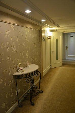 Jinjiang MetroPolo Hotel Classiq Shanghai Peoples' Square : Corridor