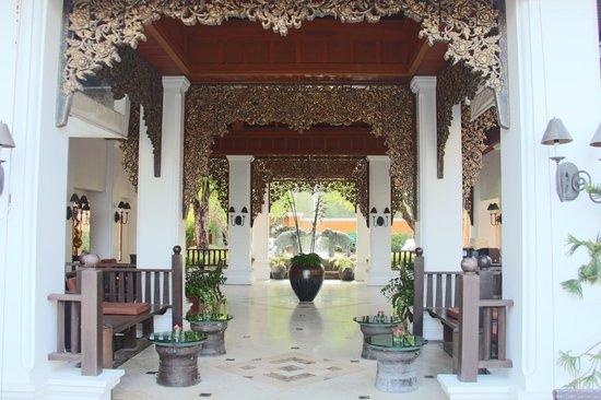 Amari Vogue Krabi : entrée de l'hotel