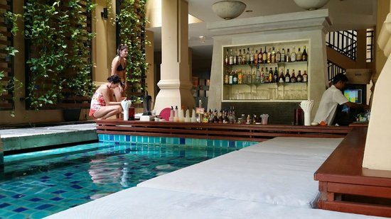 Burasari Resort: Pool Bar