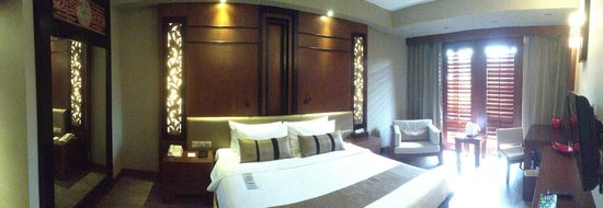 Nirwana Gardens - Nirwana Resort Hotel: deluxe room: 2234 facing the pool & beach